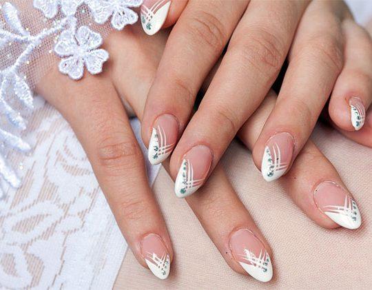 Изящные пальчики невесты!